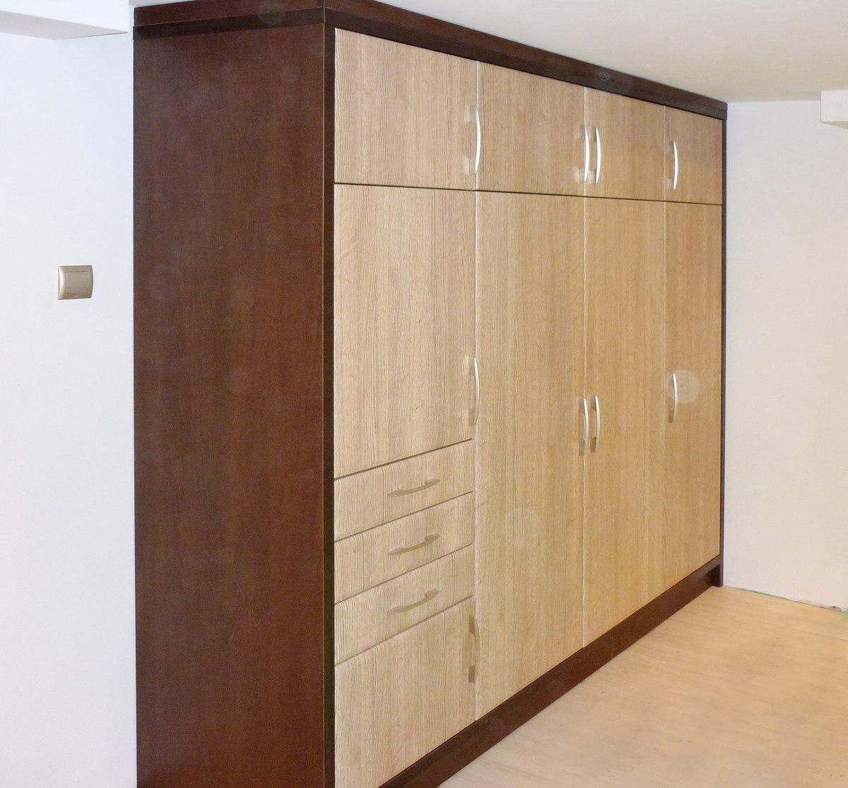 Duża szafa garderoba